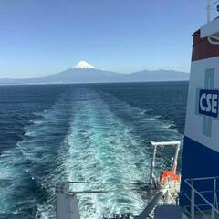 絶景/富士山 海からの富士山  駿河湾で仕事している仲…
