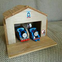 トーマス/DIY/ハンドメイド トーマス機関庫  孫に作ってあげました🎵