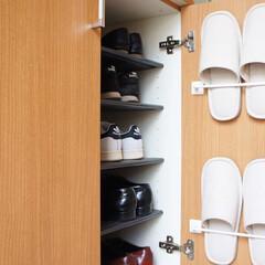 両面テープ/玄関/スリッパ収納/スリッパ/DIY/キッチン雑貨/... スリッパ収納。 粘着テープ式のタオルバー…