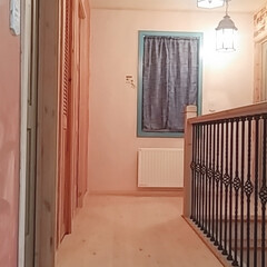 アイアン手すり階段/廊下/階段/ダイソー/セリア/100均/... 今日は、2階の廊下塗り壁を塗り分ける作業…(3枚目)