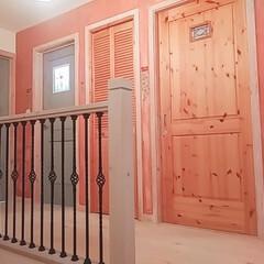 アイアン手すり階段/廊下/階段/ダイソー/セリア/100均/... 今日は、2階の廊下塗り壁を塗り分ける作業…(1枚目)