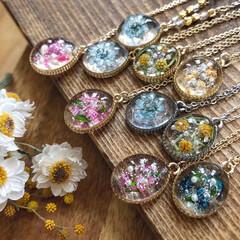 ailedore_handmade/Instagram/手作り/北海道/イベント/暮らしを楽しむ/... お花のペンダント☺︎ ジュリアン、ローズ…