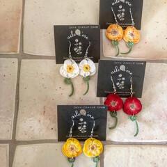 ファッション/ナチュラルコーデ/ナチュラルテイスト/お花アクセサリー/暮らしを彩る/ものづくり/... お花のピアス。 赤、白、きいろ、オレンジ…(1枚目)