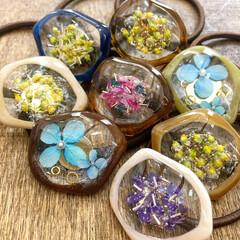 北海道/暮らしを楽しむ/ファッション/アクセサリー/レジン雑貨/レジンアクセサリー/... 変型したフープを利用して作りましたお花の…