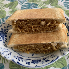 食べ過ぎ注意/焼きそばサンド/眠ってたホットサンドパン 年代物のホットサンドパン!!  久しぶり…(3枚目)