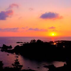 1日の終わりに/海に沈む/インスタ映え/フォトジェニック/夕陽/夕日/... 佐渡島にある夕日に1番近い宿から撮った写…