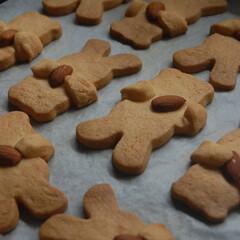 おすそ分け/型抜きクッキー/手作りクッキー/手作りスイーツ/お菓子作り/おうち時間/... 型抜きクッキーを作りました。 友達に会う…