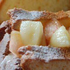桃/生クリーム/桃のスイーツ/フルーツサンド/シフォンサンド/シフォンケーキ/... 桃のシフォンケーキサンドを作りました。 …