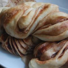 ブルボンスライス生チョコレート/チョコマーブルパン/ホームベーカリー/手作りパン/おうち時間/一眼レフカメラ チョコマーブルパンを作りました。 ブルボ…