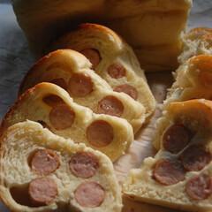 ウインナー巻き巻き/ウインナーパン/ホームベーカリー/パン作り/手作りパン/おうち時間/... ウインナーパンを作りました。 たくさんウ…(1枚目)