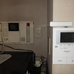 高齢者/インターフォン/Panasonic/営繕工事/玄関/インターフォン交換/... 配線を探し出して取り出し、新しい簡単なイ…