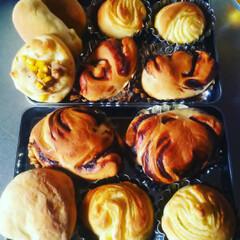 手作り/焼きたて/焼き立て/焼きたてのパン/焼きたては美味しい/焼きたてが一番/... 手作りパンを朝食に😊 我が家にはHBなん…