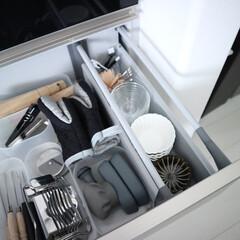 包丁研ぎ器 グローバル スピードシャープナー 日本製 GSS-01 で | グローバル(砥石、シャープナー)を使ったクチコミ「お皿収納下の引き出しにも、小さいお皿が。…」