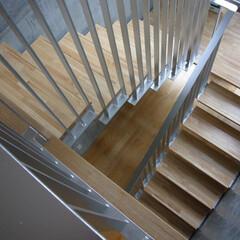 階段/吹き抜け/コンクリート打ち放し/手摺