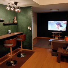 オシャレ空間/リビングインテリア/おうちカフェ/バーチェア/カウンターテーブル/DIY/... 照明付けたら良すぎて最高! おうちカフェ…