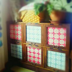 花柄/colorful/カラフル/北欧ファブリック/salut!/取っ手/... 扉の内側に最近お気に入りの布を入れてみま…