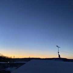 月/朝焼け/強風/雪/暴風雪 おはようございます٩(*´꒳`*)۶ 昨…