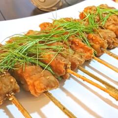 家呑み/おうちごはん/おつまみ/芽ネギ/揚げ物/焼き鳥 揚げ焼き鶏 鶏肉を唐揚げと同じように下味…
