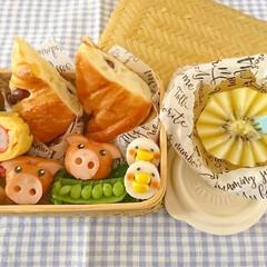 オベンター/オベンタグラム/おかず/可愛い/ウインナー飾り切り/飾り切り/... 久しぶりに竹かご弁当箱を使い ぶたさんウ…