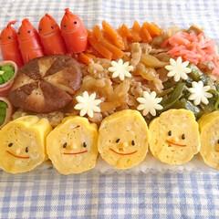 可愛い/卵焼き/ソーセー人/使い捨てお弁当箱/オベンタグラム/オベンター/... おはようございます(^^) 今日は使い捨…
