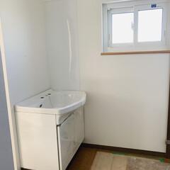 エイハウス/秋田安くていい暮らす家/洗面化粧台/タカラスタンダード/ホーロー/フォロー大歓迎/... 明日は水道設備屋さんが現場入りし、鏡が取…