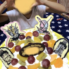 仮面ライダー/誕生日ケーキ/カラフル/チョコ/手作り/ケーキ 息子への誕生日ケーキです🎂 チョコペン使…