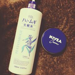 ニベア青缶/化粧水/ハトムギ/暮らし ハトムギ×ニベア結構いい(❁´ω`❁)