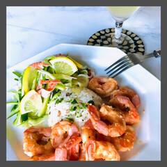 お家ご飯/晩ごはん/暮らし 晩ごはん  ガーリックライス 海老のクリ…