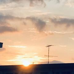 空/夕陽/夕陽が沈むまで/一日の終わり/お疲れさま/窓からの夕陽 今空 8/3   18:20 夕陽が沈ん…(3枚目)