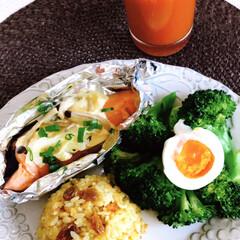 100%トマトジュース/鮭ホイル焼/暮らし/朝ごはん/カレーピラフ おはようございます☀  今日の朝ごはん …