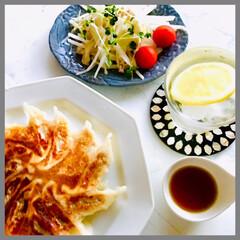 お家ご飯/晩ごはん/餃子/大根と竹輪サラダ/さっぱりご飯/暮らし/... 暑い〜. エアコンつけっぱなし💦 晩ごは…