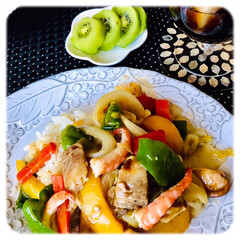 お家ごはん/昼ごはん/手作り/ビタミン補給/野菜たっぷり/暮らし お昼は、野菜たっぷり 中華丼です。 黄緑…