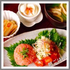 お家ご飯/朝ごはん/お握り/辛子明太子/お米好き/野菜好き/... お昼になるのに、 朝ごはん。 午前中忙し…