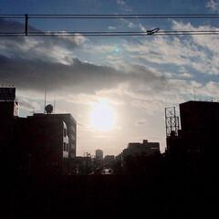 夕陽/夕焼け/日が沈む前/景色 こんばんは🌇  今日の夕陽が沈む前。 眩…