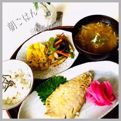 お家ごはん/朝ごはん/お米好き/野菜好き/魚好き/朝ごはんしっかり食べたい/... おはよーございます🤗 連休最終日の朝ごは…