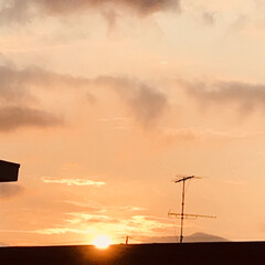 空/夕陽/夕陽が沈むまで/一日の終わり/お疲れさま/窓からの夕陽 今空 8/3   18:20 夕陽が沈ん…(2枚目)