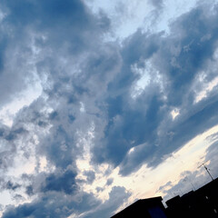 空/雲/夕暮れ 今空 19:00 紺色の雲とうっすらと …(5枚目)