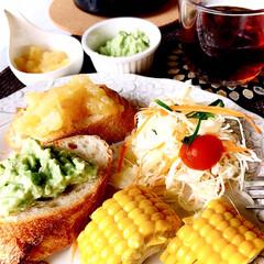お家ごはん/昼ごはん/ランチ/コーヒー好き/お家でカフェ/アボカドディップ/... お昼ごパン  アボカドディップを作ったの…