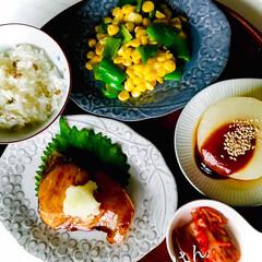 お家ごはん/晩ごはん/手作り/焼魚定食/暮らし こんばんは😊  晩ごはんは、 ブリの照り…