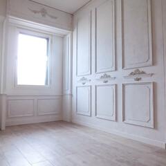 シャビーシック/ホワイトインテリア/DIY/原状回復できます/賃貸マンション/リノベーション/... 洋室一面を、モールディングであしらった壁…