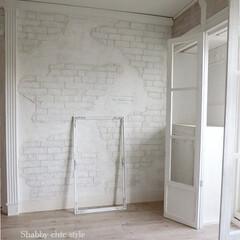 レンガ/モルタル造形/賃貸マンション/原状回復できます/shabby chic/ホワイトインテリア モルタル造形で朽ちたレンガ壁に挑戦してみ…