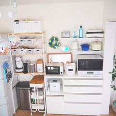 スマートスピーカー/ニトリ/家電収納/食器棚/limiaキッチン同好会/ダイソー/... キッチンの収納棚は見せる収納にしたいと考…