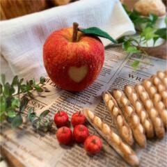 インテリア雑貨/羊毛フェルト作家/羊毛フェルト/我が家のテーブル/リミアな暮らし/雑貨/... リアルサイズのりんごは、ハートマーク♡を…