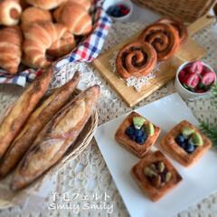リビングインテリア/インテリア雑貨/羊毛フェルト作家/羊毛フェルト作品/おうちパン/羊毛フェルト/... 製作途中のパンと過去作のハード系パンです…