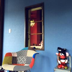 ブルー/青/アンティーク/ビンテージ ブルーな壁にアンティークな建具