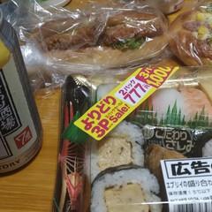 パン/買い物/寿司/酎ハイ/スーパー/晩ご飯/... 今日の晩ご飯は リハビリついでに買い物に…