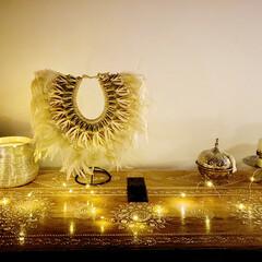 イルミネーションライト/リビングインテリア/インド家具/フェザーシェルネックレス/bohostyle/BOHOインテリア/... イルミネーションライト付けてみました。