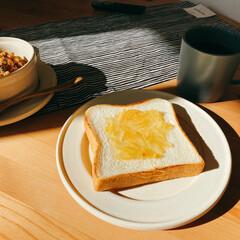 食事情 休日は、ゆっくりお家ブランチ。 トースト…(1枚目)