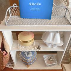 ミニシェルフ/DIY/キッチン雑貨/収納/雑貨/ハンドメイド/... この白い小さなシェルフは釘無しで初めて作…