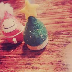 優しい雑貨/針仕事/ハンドメイド雑貨/プレゼント雑貨/量産/クリスマスプレゼント/... ペットボトル蓋を土台にしたおちびサンタと…